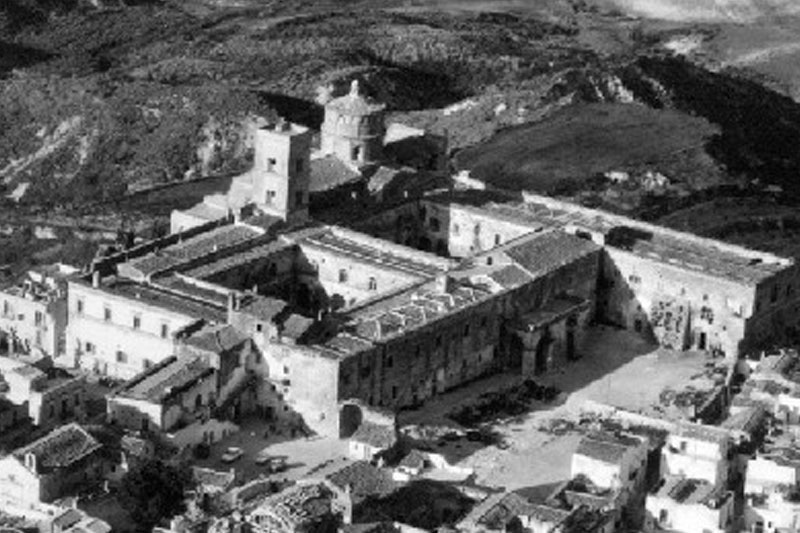 abbazia-montescaglioso-2-tenuta-parco-dei-monaci-azienda-agricola-vitivinicola-produzione-vino-primitivo-doc-monacello-rosapersempre-spaccasassi-matera-basilicata